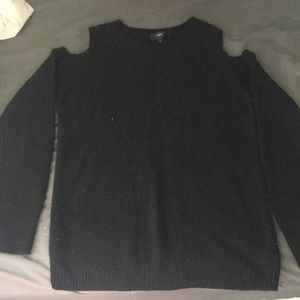 Sweaters - Black sweater with shoulder cutouts